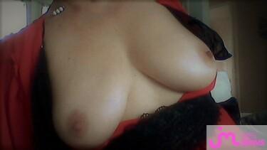 Photos des seins de Petite cherie, robe roube