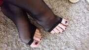 Photos des pieds de Buterfly, Les adorables petits pieds de Ma Femme vêtu d'un cadeau de leur proriétaire.